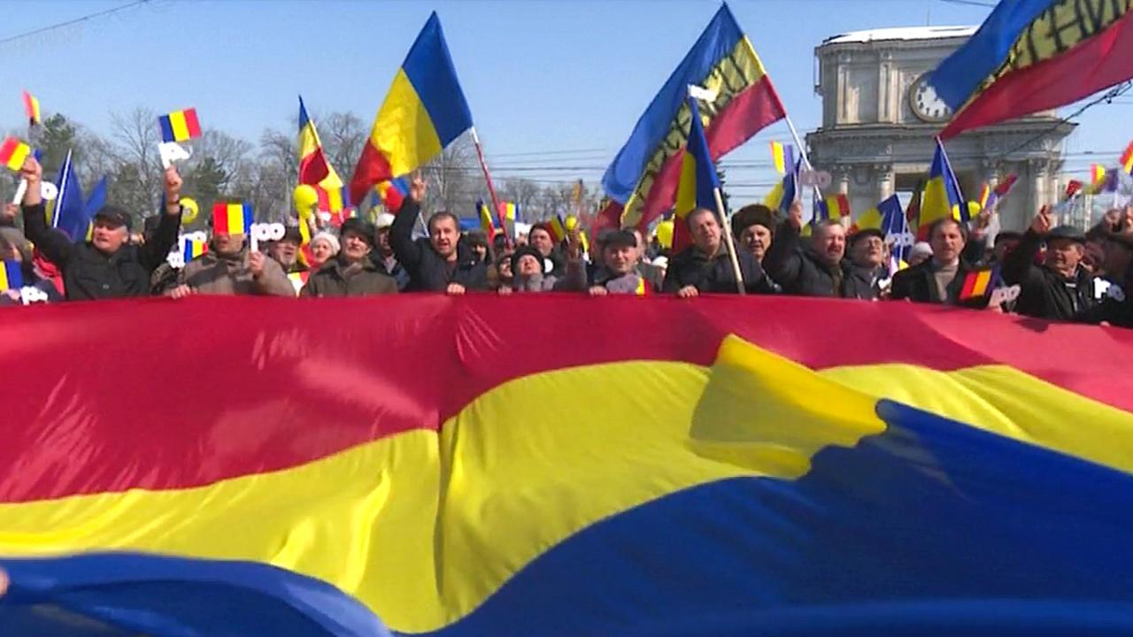 В Кишинёве 10 000 человек призвали к объединению Молдовы с Румынией