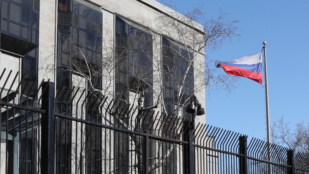 Ряд стран ЕС, а также Канада и США высылают российских дипломатов
