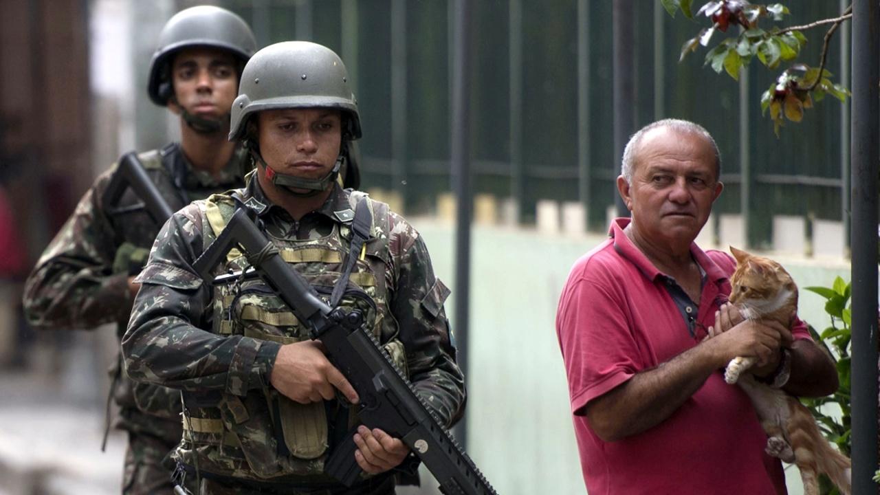 Насилие в Рио-де-Жанейро продолжается несмотря на военные патрули