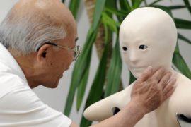 В стареющей Японии роботы всё больше участвуют в жизни пожилых