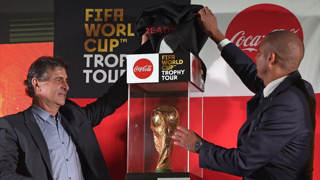 Главный приз Кубка мира ФИФА прибыл в Аргентину
