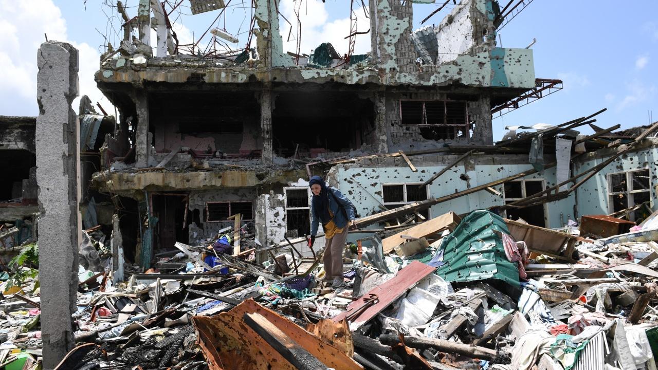 Жителей Марави временно пустили в освобождённый от боевиков город