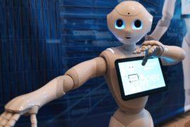 Робот-консьерж и робот-автодилер появились в одном из итальянских городов