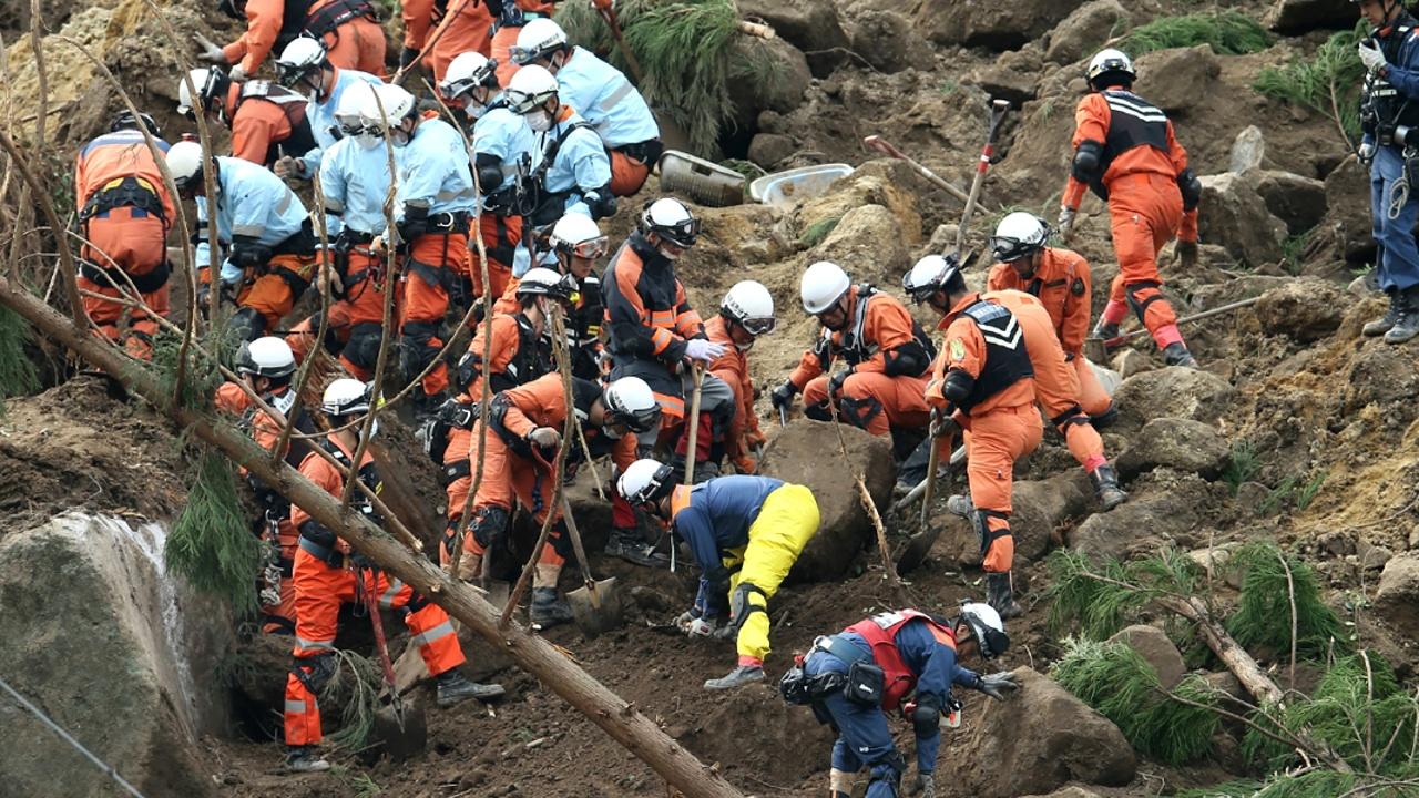 В Японии оползень сошёл на жилые дома: один человек погиб