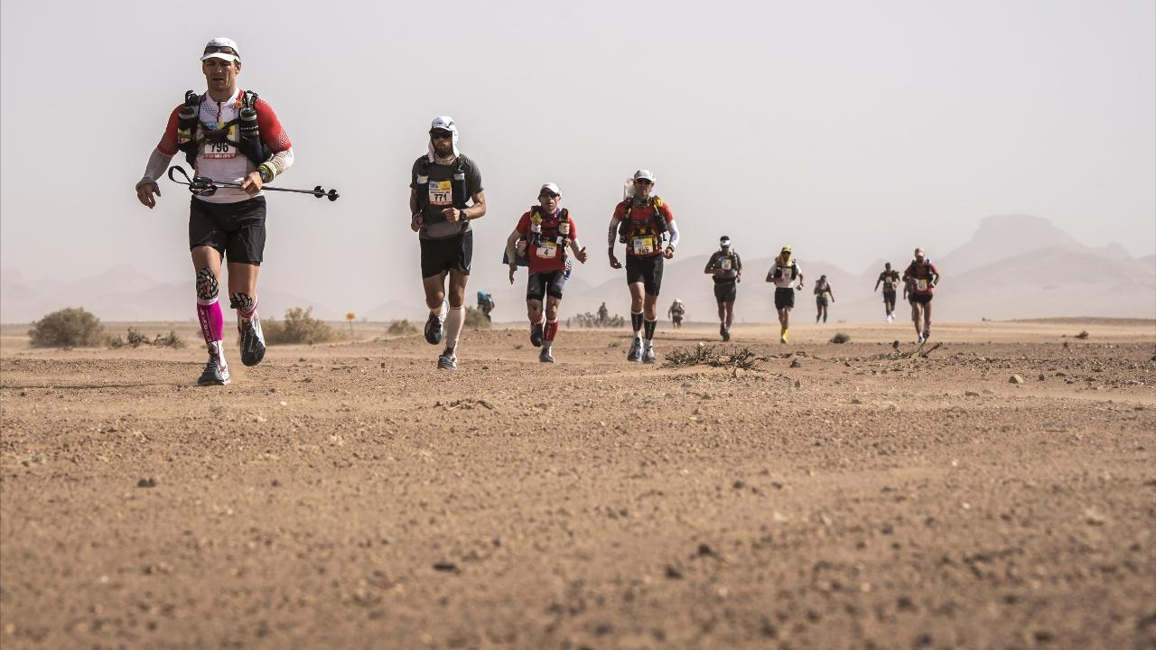 Песчаный марафон в Марокко: участники начали длиннейшую дистанцию в 86,2 км