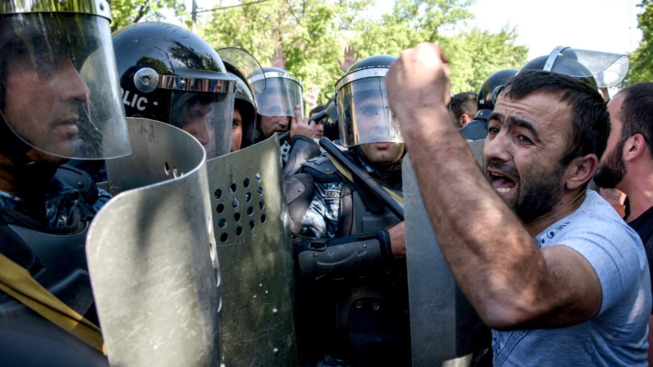 Армянская оппозиция вступила в стычку с полицией: есть пострадавшие