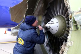 У самолёта Southwest Airlines взорвался двигатель, один человек погиб
