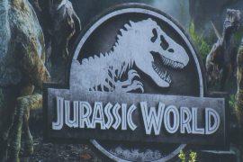 Выставка в Париже погружает в мир динозавров юрского периода