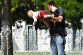 Немцы загорают: в Германии аномально жаркий апрель