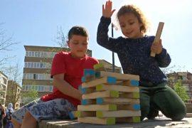 Бельгийских детей учат гулять на улице