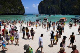 Туристы поддерживают закрытие знаменитого тайского пляжа Майя Бэй