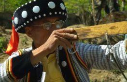 Народ лису в Китае хранит древнюю традицию стрельбы из арбалета