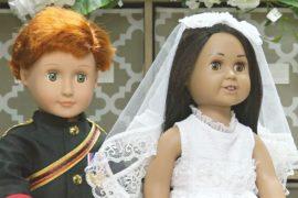 Свадебные наряды принца Гарри и Меган Маркл глазами кукольного дизайнера