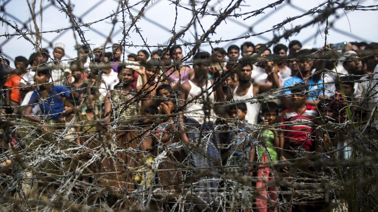 Беженцы-рохинджа просятся в Мьянму, опасаясь сезона дождей