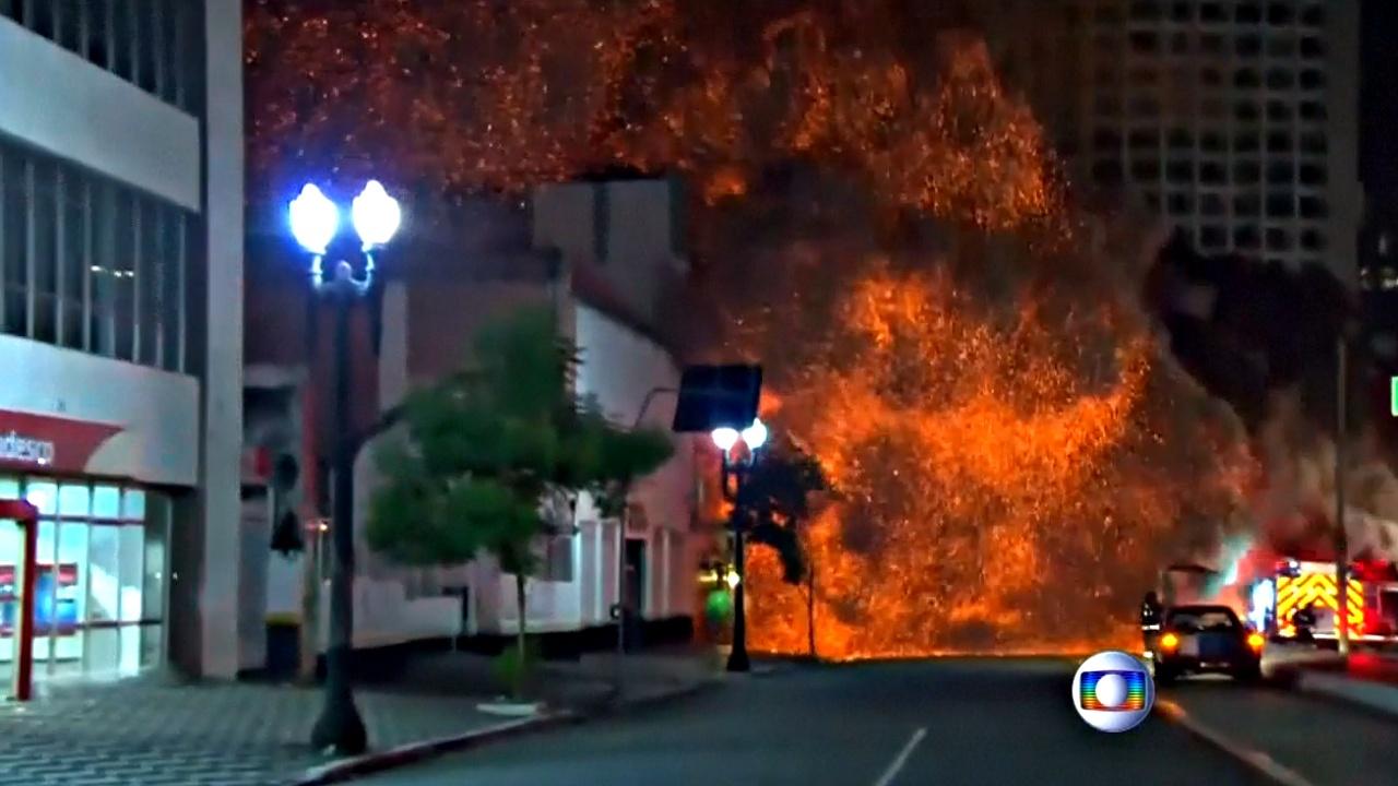 В центре Сан-Паулу обрушилось горящее 26-этажное здание