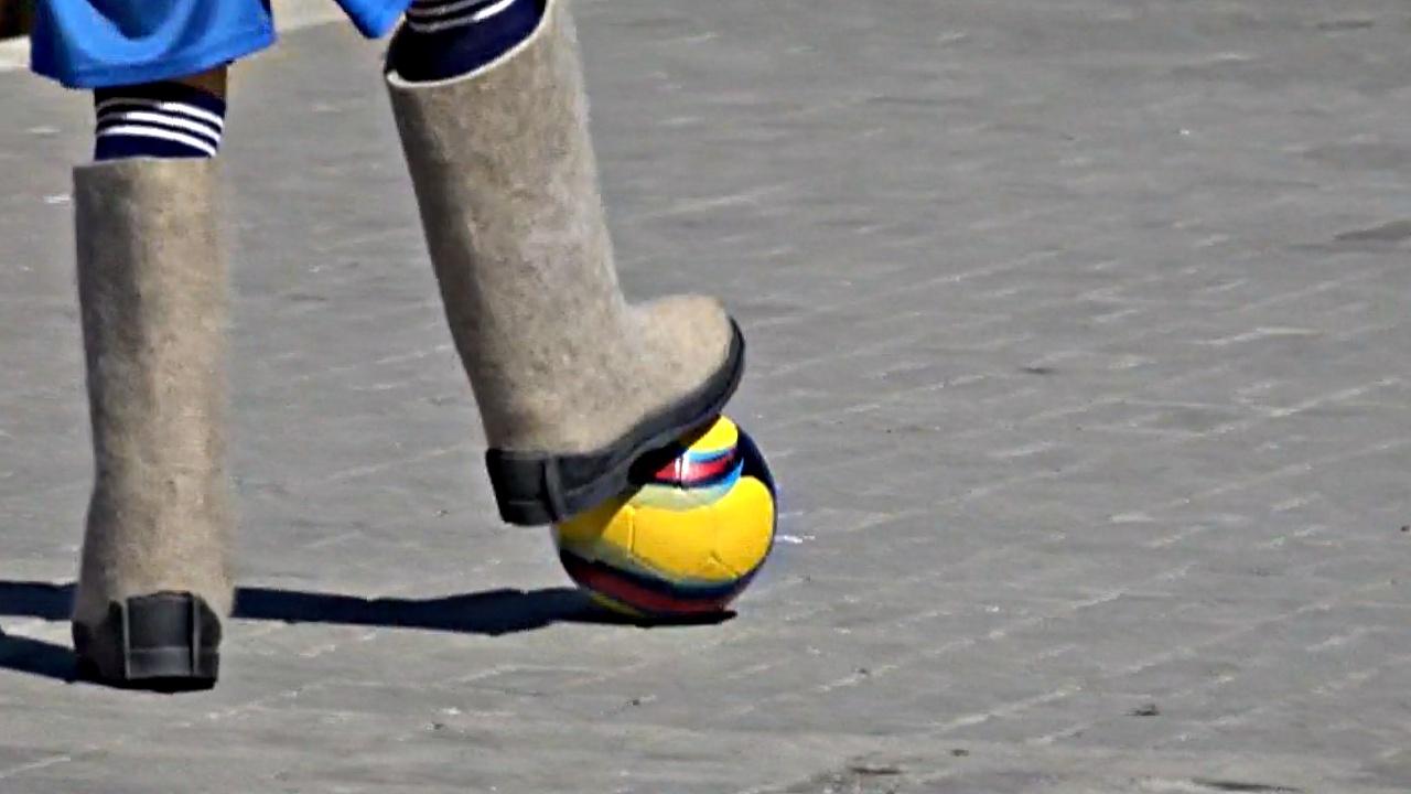 Валенки и ушанки: как играют в футбол русские студенты