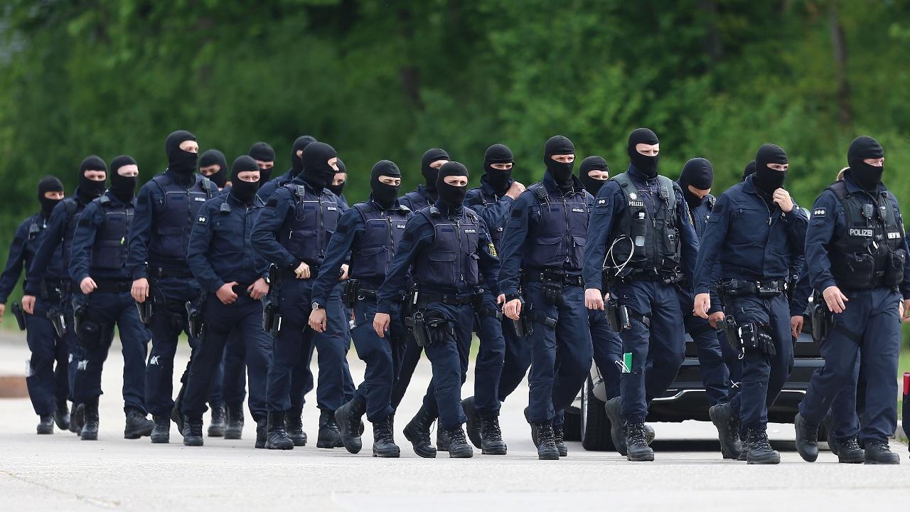 Глава МВД Германии осудил агрессивность африканских беженцев