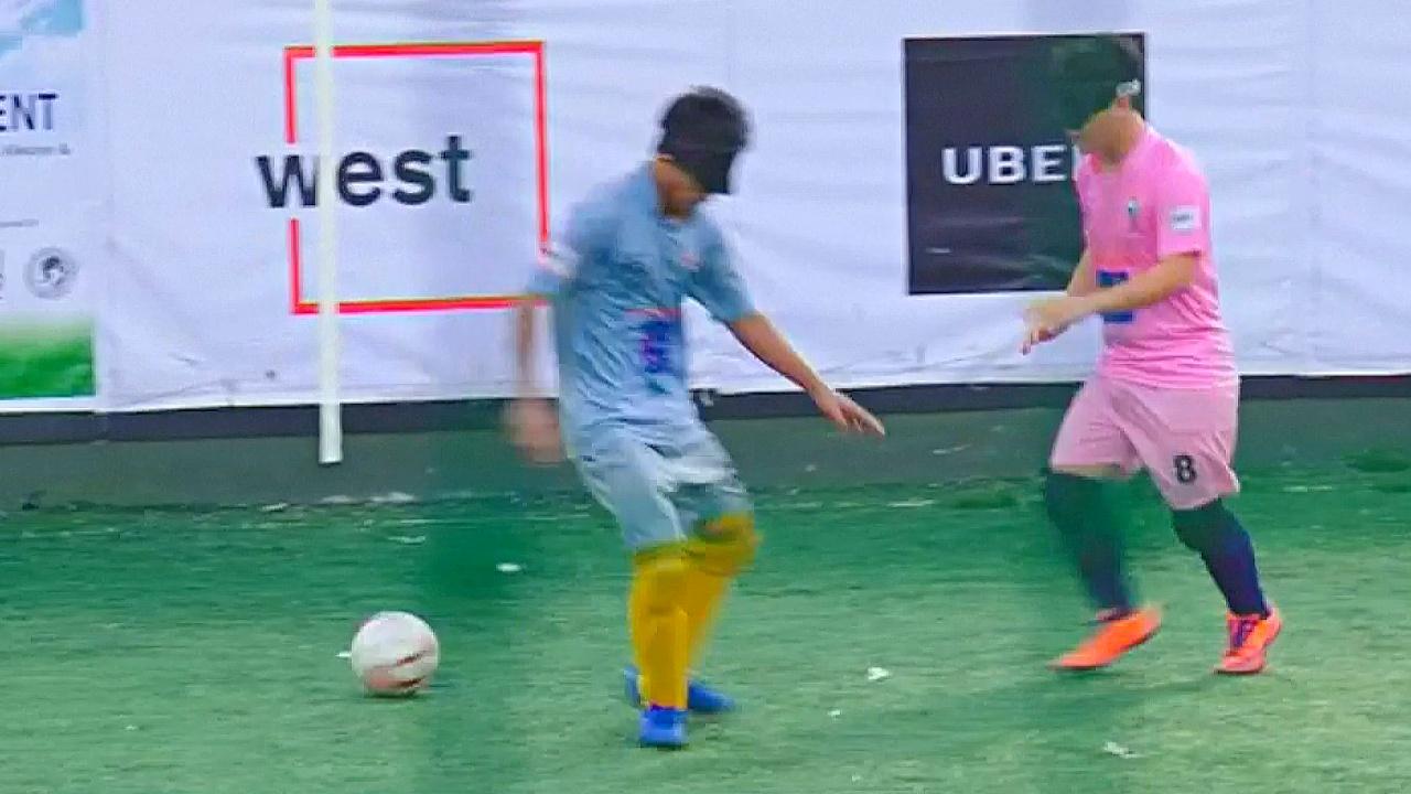 Незрячие индийцы участвуют в Национальном турнире по футболу
