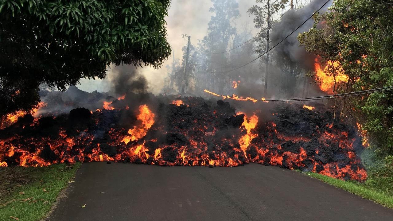 Лава из вулкана Килауэа уничтожила 35 домов