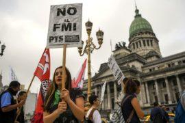 Тысячи аргентинцев потребовали не брать кредит у МВФ