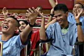 Как йога смеха помогает раненым солдатам