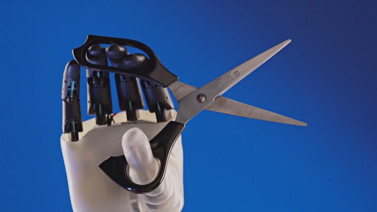 Лёгкий протез, который на 90% заменяет руку, тестируют в Италии