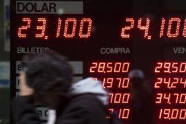 Курс аргентинского песо падает, несмотря на усилия властей