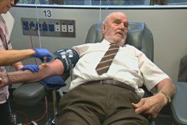 «Человек с золотой кровью»: знаменитый донор сдал кровь в 1173-й раз