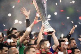 Болельщики празднуют победу клуба «Атлетико Мадрид» в Лиге Европы