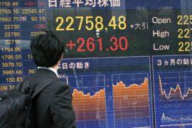Экономика Японии после двух лет роста сократилась больше, чем предполагалось