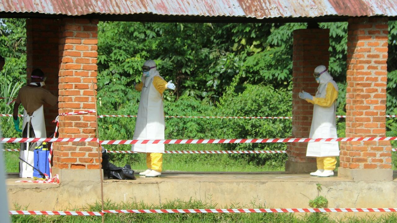 ДР Конго может грозить масштабная эпидемия: Эбола подбирается к столице
