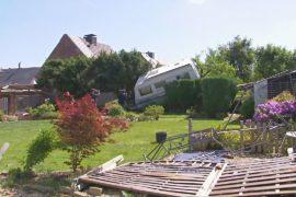Торнадо в Германии разрушил десятки домов