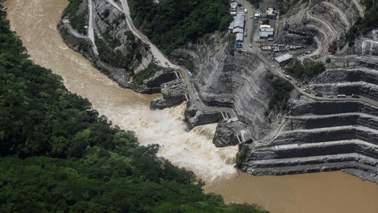В Колумбии продолжаются эвакуации из-за риска прорыва плотины