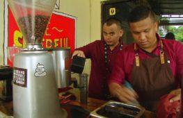 В индонезийской тюрьме заключённых учат профессии