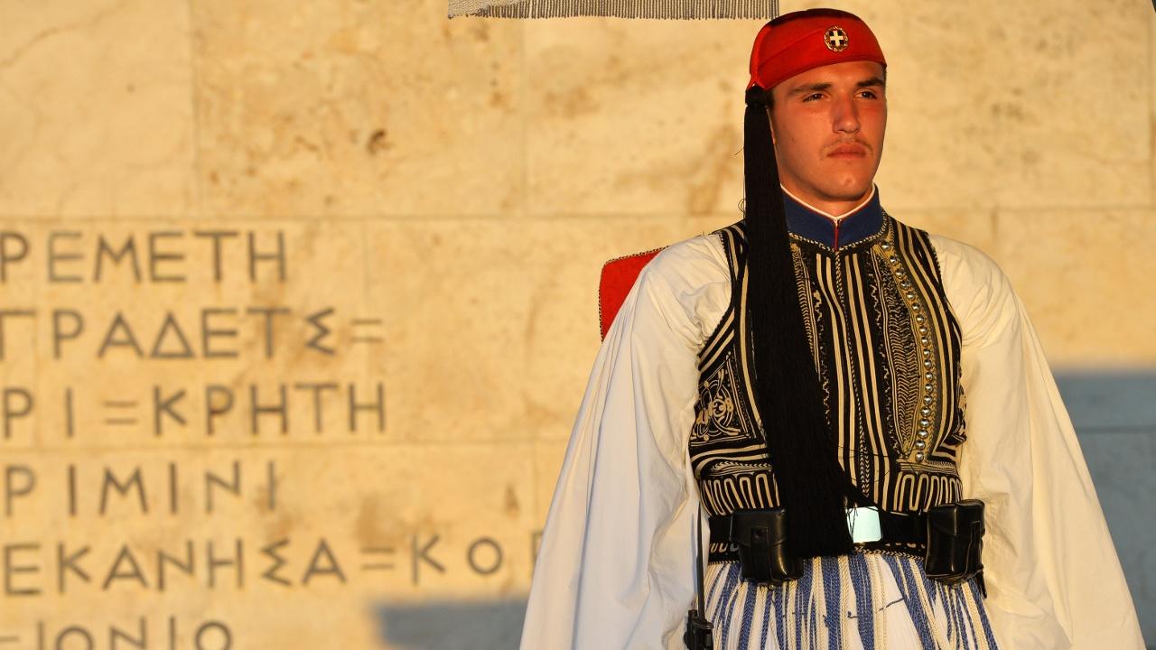 Кисточки, помпоны и килты: чем привлекает туристов президентский караул Греции