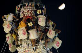 Сдоба на счастье: гонконгцы покорили 18-метровую башню из булочек