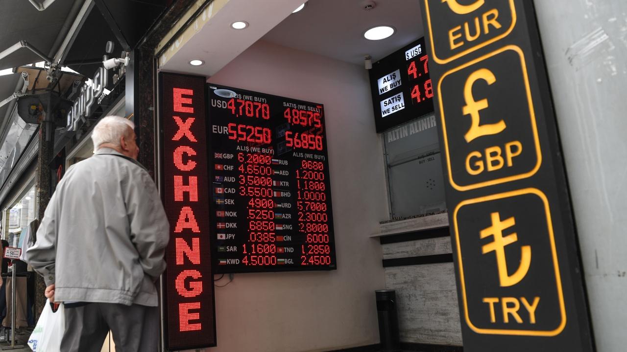 Турецкие предприниматели терпят убытки из-за падения курса лиры