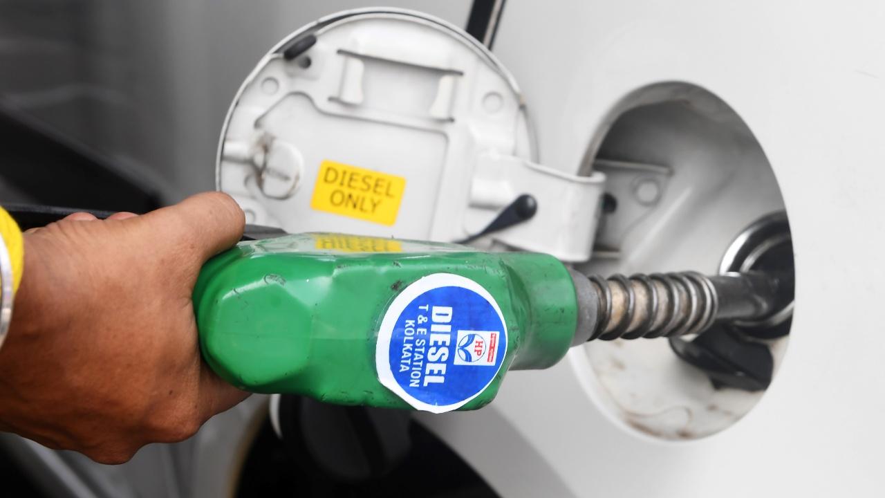 Индийцы призывают правительство снизить цены на бензин и дизельное топливо