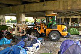 В Париже снесли стихийный лагерь мигрантов «Тысячелетие»