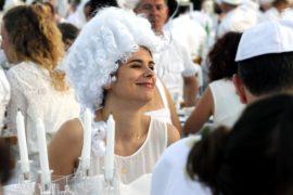 15 тысяч гостей в белом собрались на секретный пикник в Париже