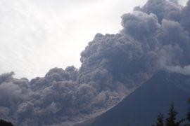В Гватемале извергается Фуэго: не менее 25 погибших