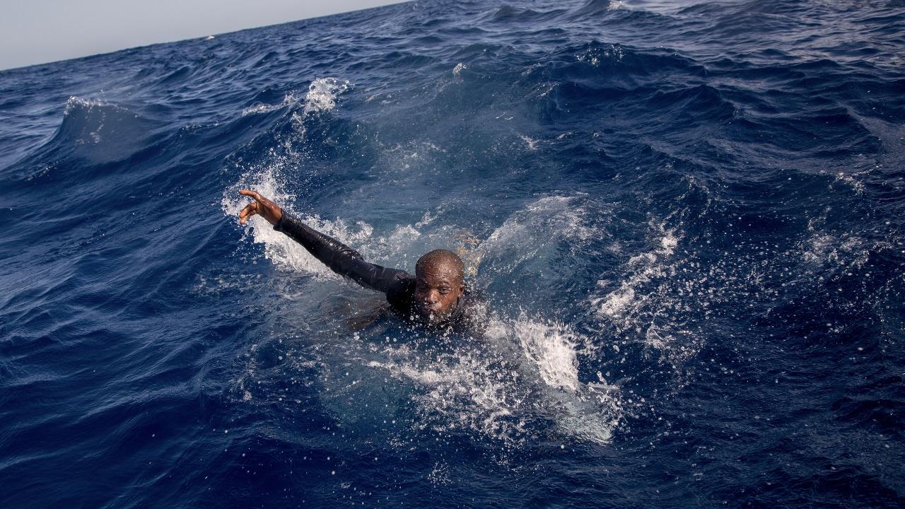У берегов Туниса затонула лодка с мигрантами: более 100 погибших