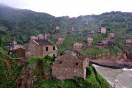 Хоутоувань – заброшенная китайская деревня, которую «проглотила» природа