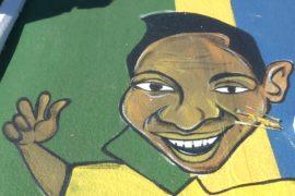 Бразильцы рисуют уличные картины в честь Чемпионата мира-2018