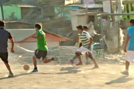 Футбол помогает стать счастливее перуанцам из бедного района
