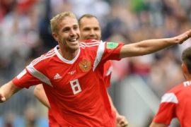 Российские болельщики ликуют после победы национальной сборной