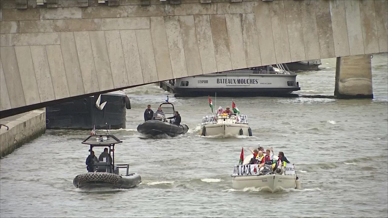 Лодкам «Флотилии свободы» не разрешили причалить к берегу Сены