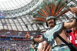 Болельщики Мексики и Сербии празднуют победы своих сборных