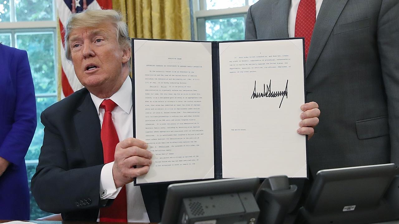 Трамп подписал указ, который запрещает разделять семьи мигрантов