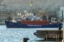 Мальта впустила судно с 230 беженцами, которых не приняла Италия